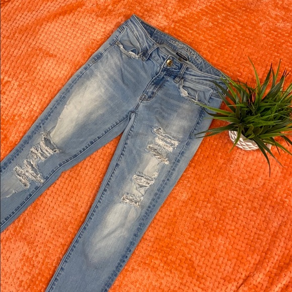 American Eagle Outfitters Denim - American Eagle Skinny Ripped Jeans  Size 2 Regular